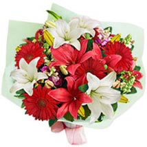 Floral Choral sing: Send Christmas Flowers to Singapore