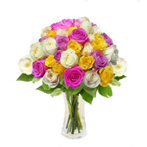 Mix Roses in Vase: Christmas Flowers Singapore