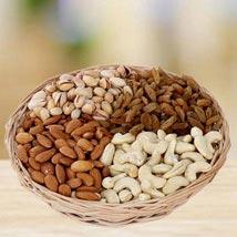 Crunchy Munching: Send Diwali Gifts to UAE
